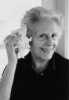 Mercè Rodoreda (1908-1983). Er det virkelig denne elskelige, ældre dame, der har skrevet denne brutale og foruroligende bog?