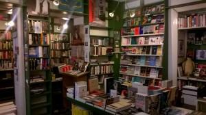Et udsnit, der viser ca. en tredjedel af den engelsksprogede afdeling i Marga Schoeller Bücherstube.